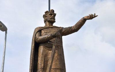 Postavljen spomenik knezu Lazaru, okrivanje na Vidovdan